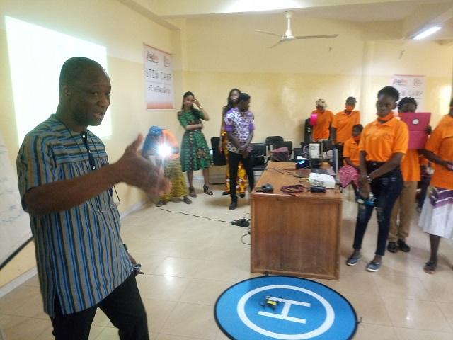 Robotique et programmation : 45 jeunes filles reçoivent une formation à Ouagadougou